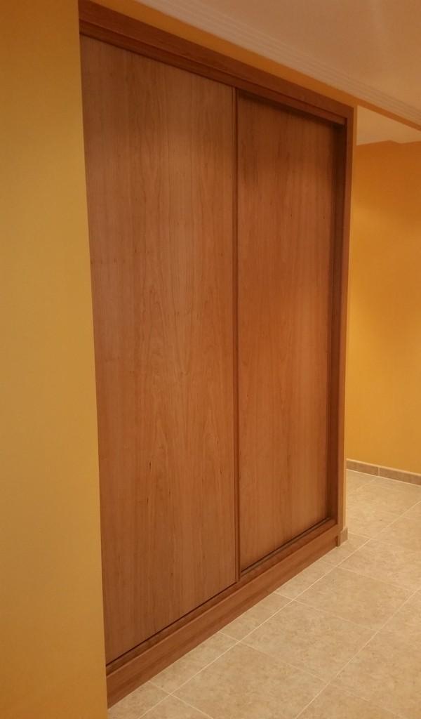 Armarios de madera a medida en le n carpinteria jacobson for Precios de armarios a medida